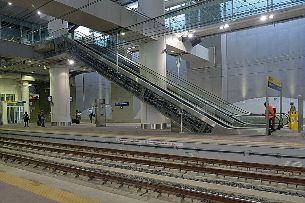 Stazione Ferroviaria Bologna Centrale Alta Velocita - scala mobile - binari