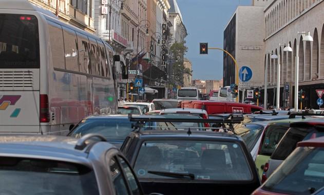 Roma via marsala caos bus e pullman