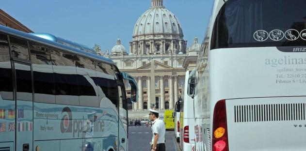 Roma bus turistici via della conciliazione - fotografo: Benvegnù-guaitoli-lannutti