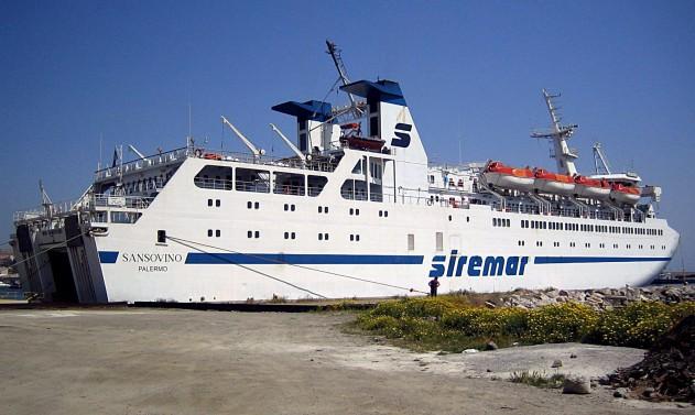 siremar-traghetto