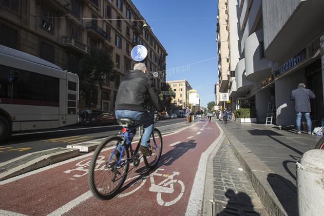Biciclette_ciclisti_e_Pista_Ciclabile_K9A3271